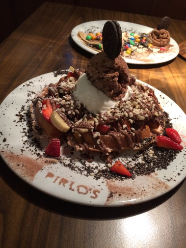 pirlos dessert lounge, waffle, chocolate, strawberry, oreo, nuts