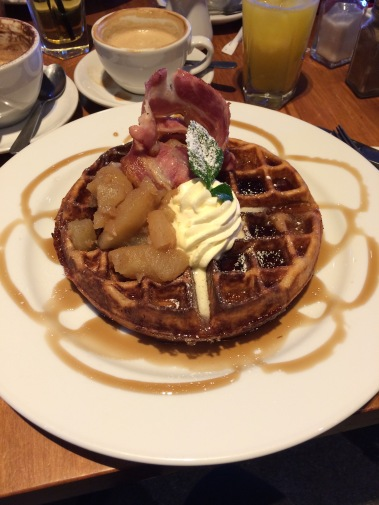 dixie browns, taupo, new zealand, breakfast, waffle, maple syrup, cream, apple compote, bacon
