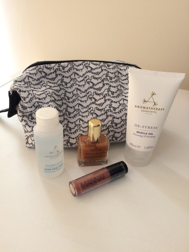 love me beauty, beauty subscription, beauty bag, aromatherapy associates, manna kadar, nuxe