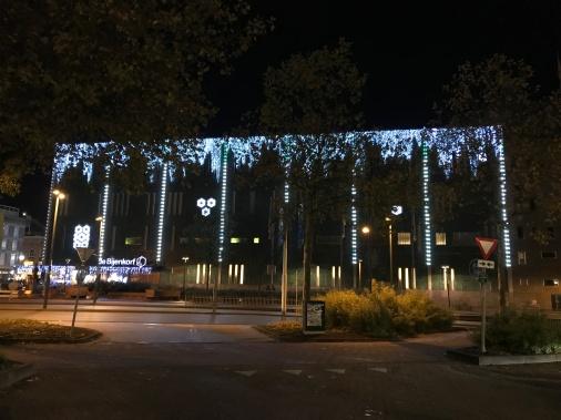 glow eindhoven, winter light, de bijenkorf, light art festival, street art